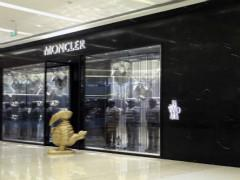 马云常穿的羽绒服Moncler上半年利润上涨47%  中国产品降价3.5%