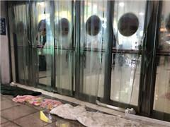 青岛CBD万达广场超市交接、空调一月未开 外租店铺倒闭
