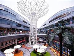 静安及嘉定大融城:定位一站式全业态购物中心 辐射区域家庭消费者