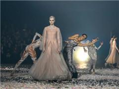 巴黎时装周首日Dior与Gucci正面对抗 谁赢了?