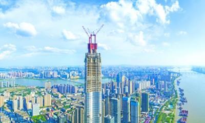 华中第一高楼武汉绿地中心封顶 拟2019年实现全外立面竣工