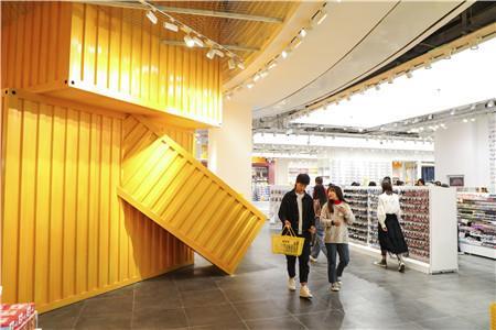 购物中心主力店新爆款:人气品牌KKV霸屏黄金位置