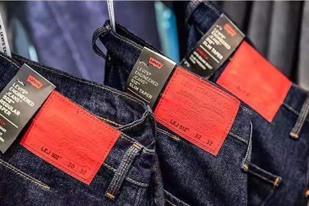 Levis第三财季销售上涨4.3% 开始重视上衣和T恤的发展