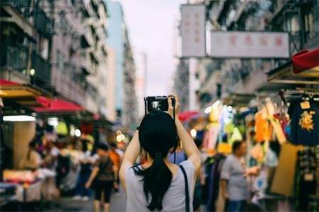 """香港零售业黄金时代已去 罗素街""""褪去光环"""""""
