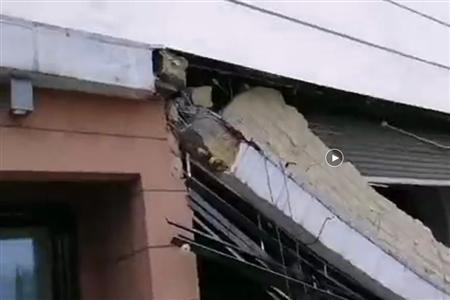 綦江万达广场开业约2年 10月24日突发墙面坍塌