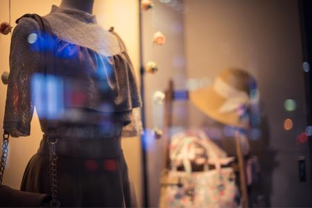 前三季度女装品牌业绩:拉夏贝尔净利亏损8.25亿...