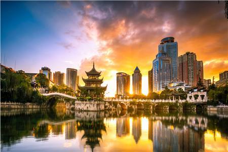 贵阳商圈聚焦— 云岩区:传统商圈的坚守与新商圈的崛起