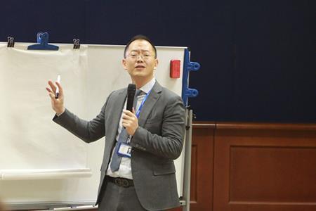 张巧龙辞任蓝光发展总裁 由原华润置地高级副总裁迟峰继任