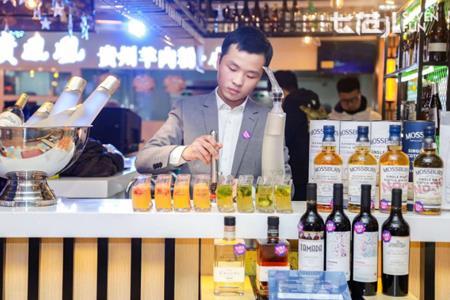 """京东7FRESH出赚钱""""奇招"""":把酒吧开进生鲜超市"""