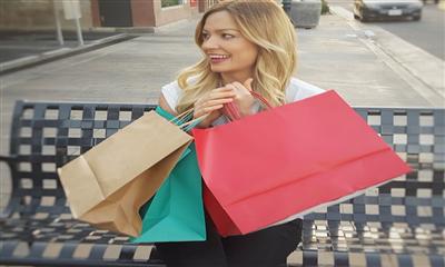 我们采访了一些80、90、00后的女性,关于消费,她们说…