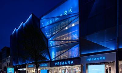 英国快时尚品牌Primark开出全球最大门店,购物之余还能美发美甲叹咖啡