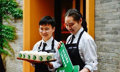 探索跨界社交 星巴克在重庆开出第三家宠物友好店