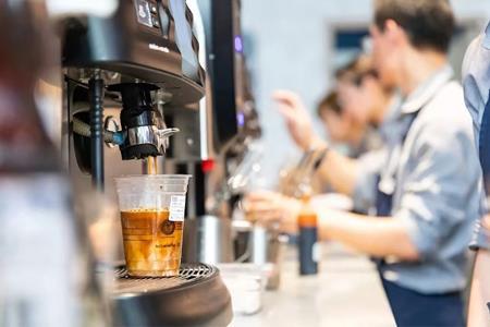瑞幸咖啡旗舰店上线京东 多品类发展能否挽回业绩?