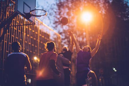 特步和361°均入局 篮球市场有多大?