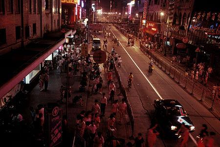 """1991年—1996年:外资零售涌动下的""""上海速度"""""""