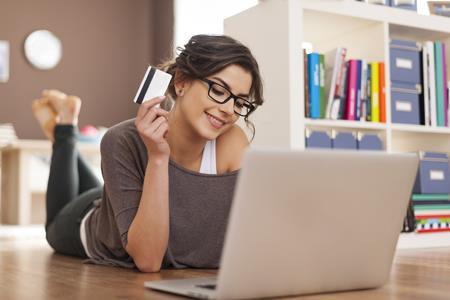 沃尔玛推出新信用卡以押注电商 在线购物可获5%返现