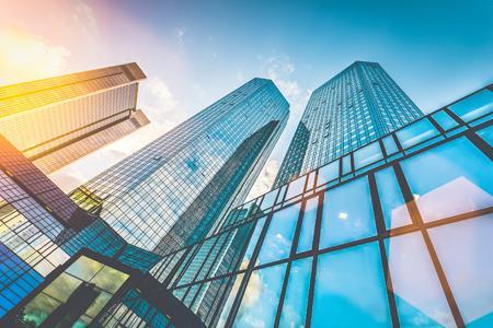 世茂房地产临时停牌 传将启动38亿港元增资配股
