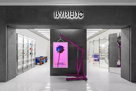 """硬核消费趋势来了 一大波""""精品店""""入侵购物中心"""