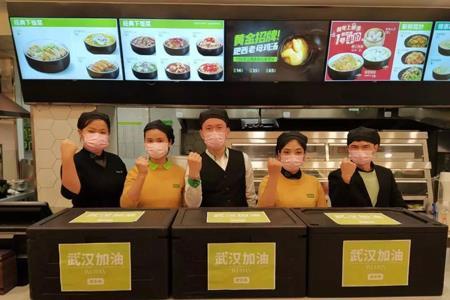 冲在抗疫战前线的餐饮人:喜茶送茶饮面包、麦当劳店长亲自送餐...
