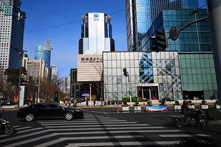 走遍上海五大核心商圈,实体商业正在回暖……