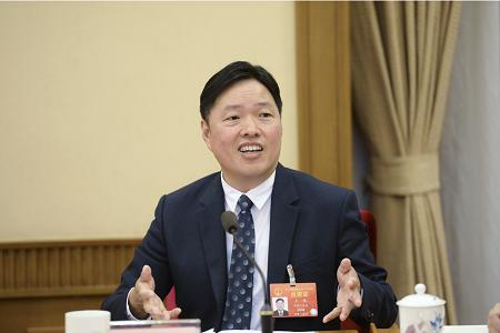 两会报道| 王填代表携7条建议抵京 实体商业发展是焦点