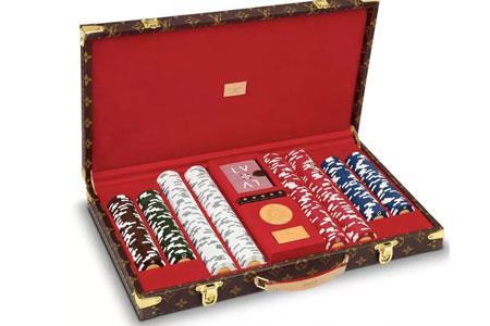 疫情期间扑克牌成新消遣 LV推出17万元 扑克套装