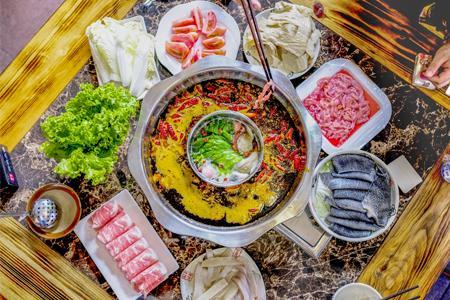 海底捞25年首亏、九毛九收入下滑23% 餐饮业会好吗?