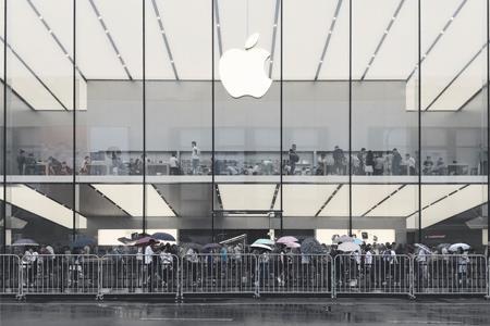 苹果加紧培养新一代年轻的接班人 CEO库克短期内不退休