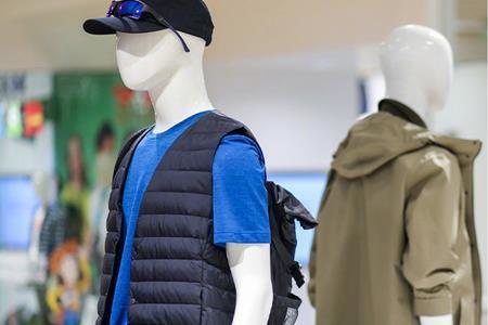 优衣库发起回收旧衣计划 推出首款100%回收材料制作的羽绒夹克