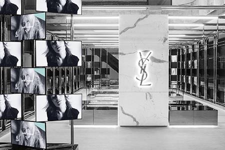 蜜雪冰城首轮融资20亿元、蕉内开首家线下体验店、奢侈品牌Saint Laurent进军家居领域...|品牌周报