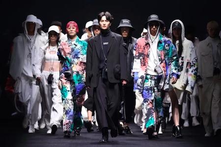 """神兽""""现身""""上海时装周开场秀,马克华菲演绎国潮新征程"""