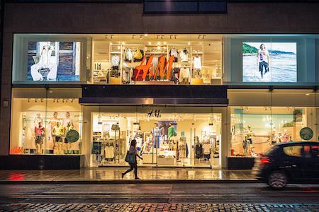 H&M关闭上海南京西路旗舰店,今年已被处罚6次