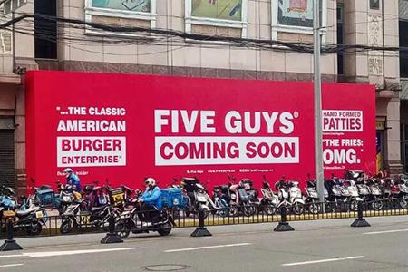 Five Guys魔都开内地首店、Gucci与Balenciaga首次合作大秀、金·卡戴珊跻身全球亿万富豪榜...|品牌周报