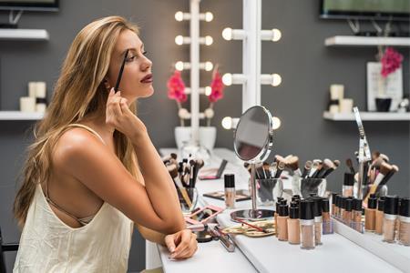 美妆个护十大货品新风向:养肤彩妆、刷酸护肤、无水产品...