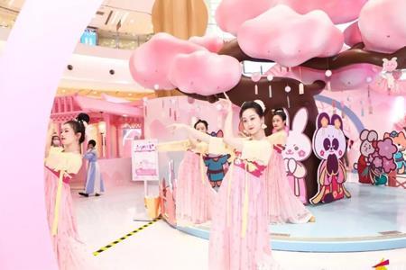购物中心最新营销美陈盘点:李佳琦奈娃家族、京沪咖啡节何以火爆?