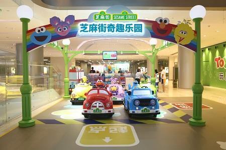 玩童会联手芝麻街,购物中心公共空间运营者的生意经
